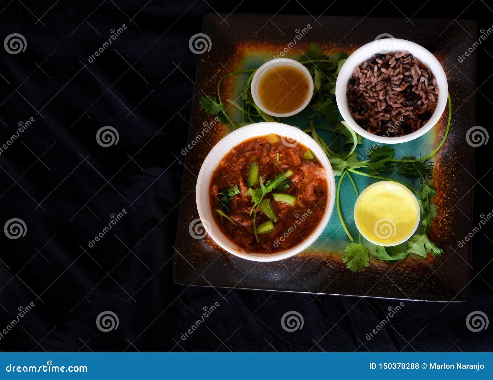 Kubansk mat i mörkt matfunktionsläge