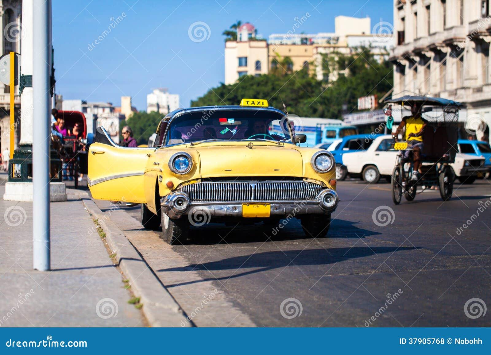Kubataxi på den huvudsakliga gatan i havannacigarr 2