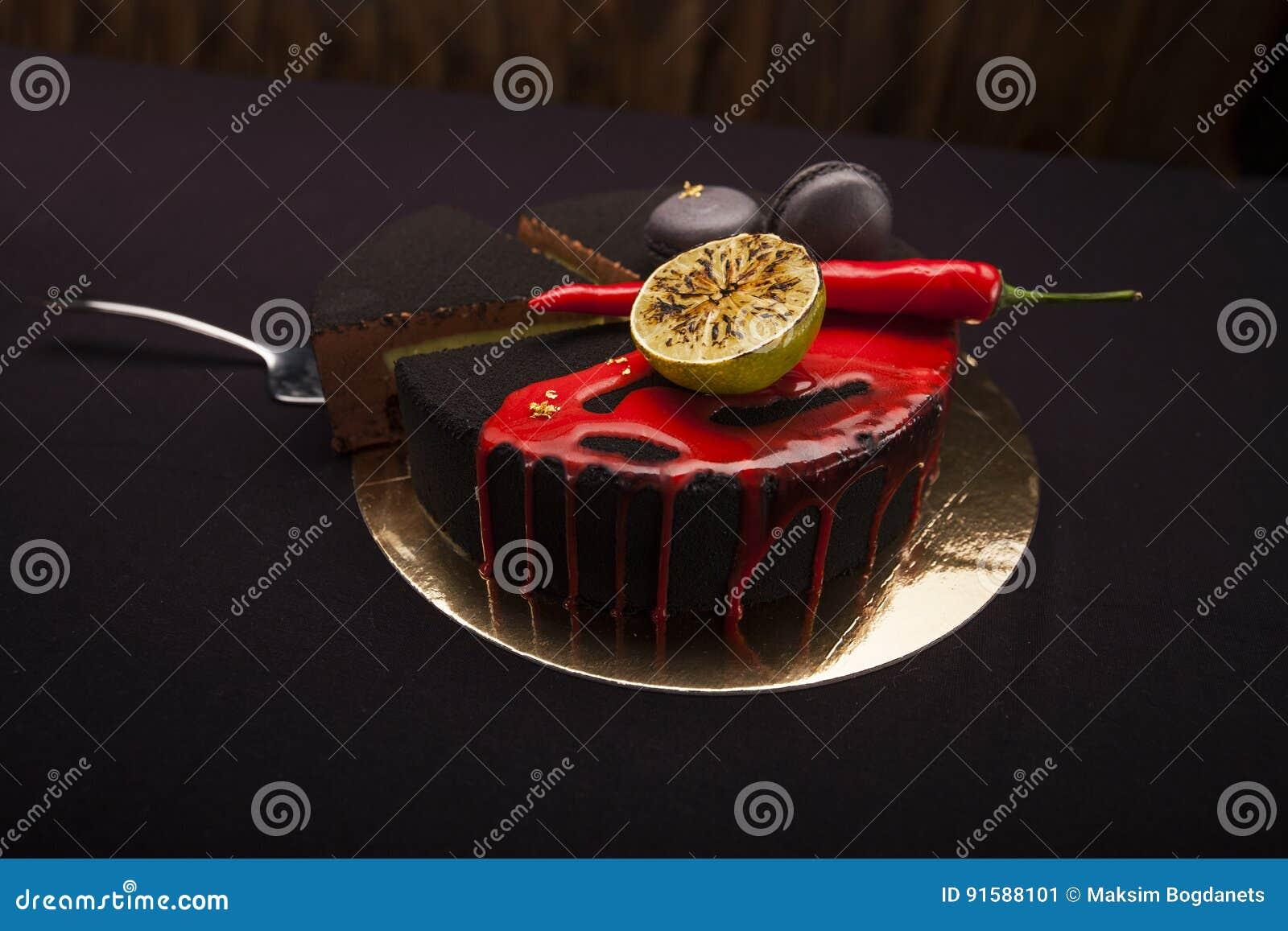 Kuchen Bedeckt Mit Schwarzem Samt Kalk Paprikapfeffer Und Makronen