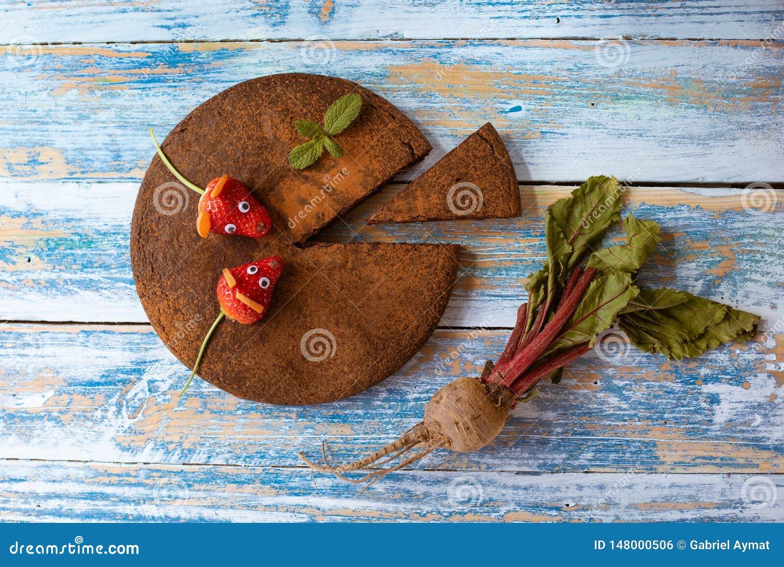 Kuchen der roten Rübe und der Schokolade