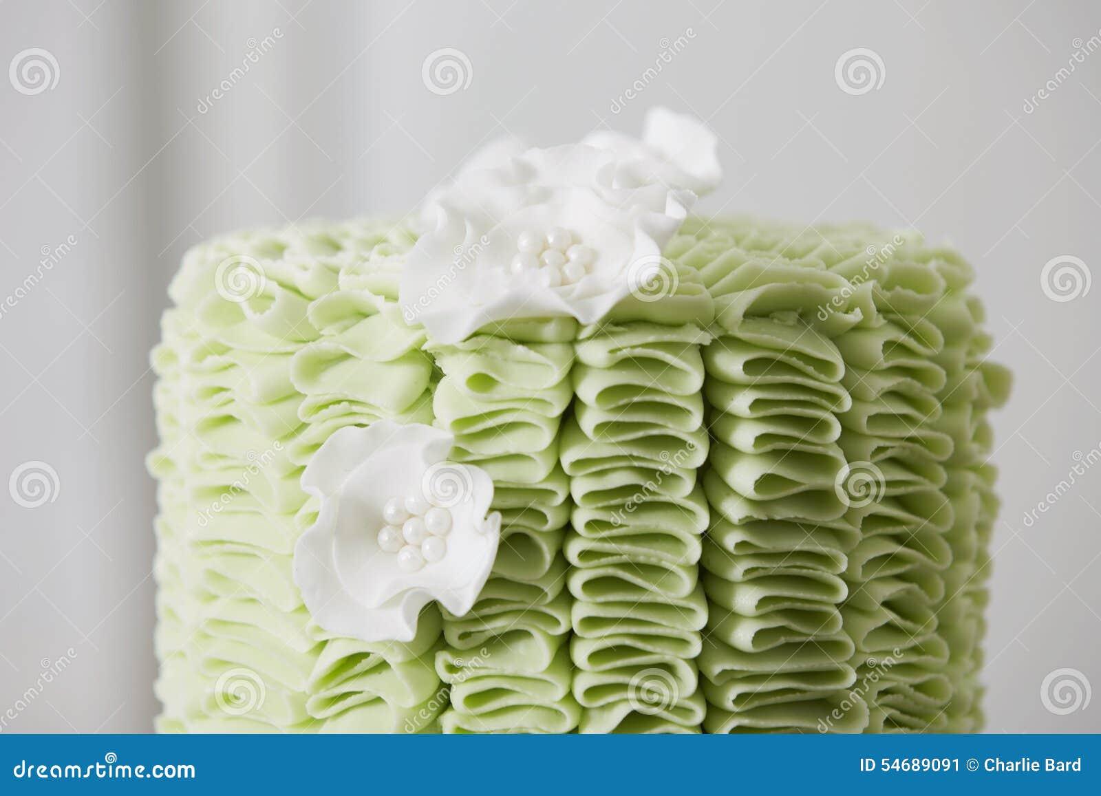 Kuchen mit Fondant-Rüschen und Sugar Flowers