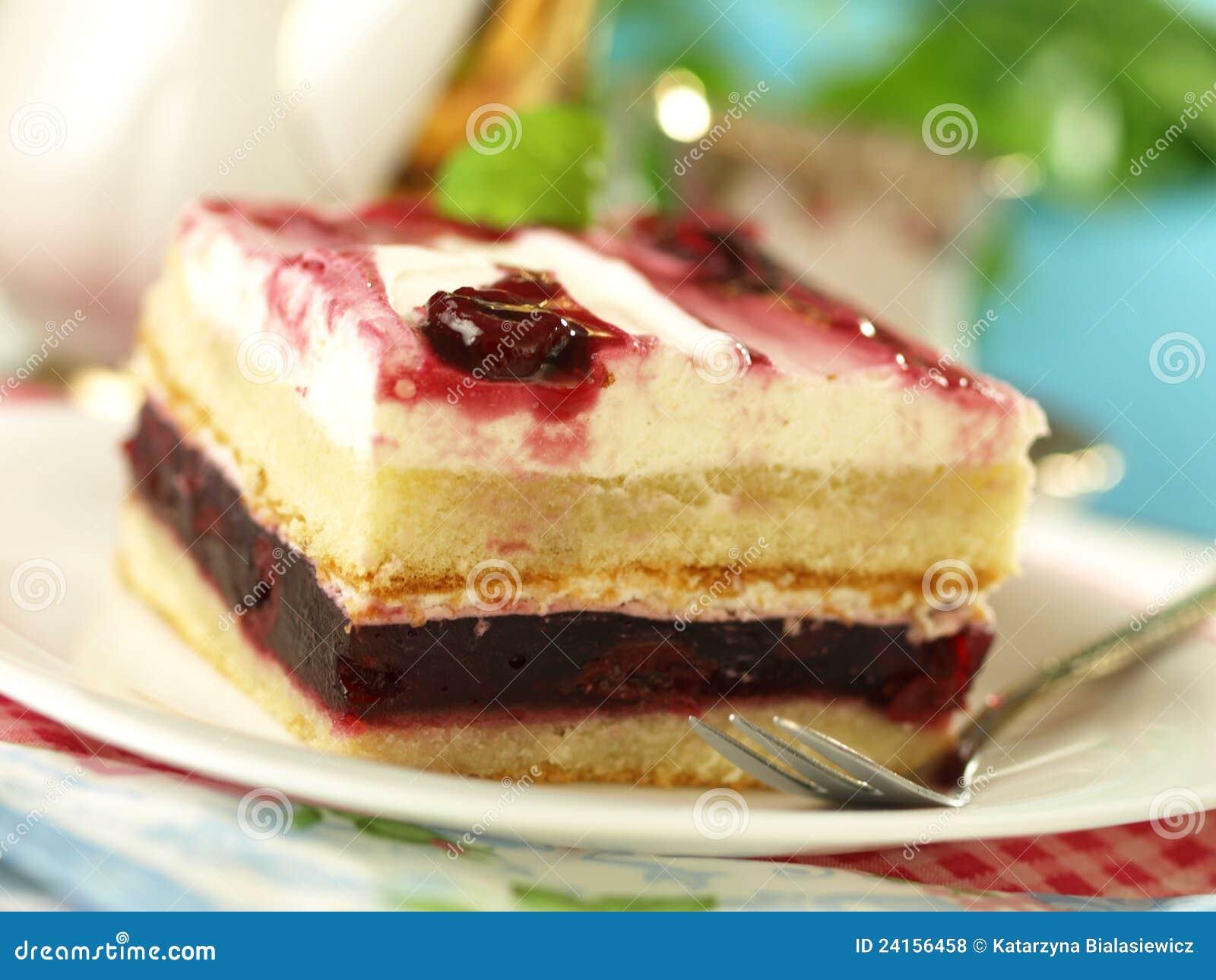 Kuchen Mit Kirschen Und Sahne Stockfoto Bild Von Backerei