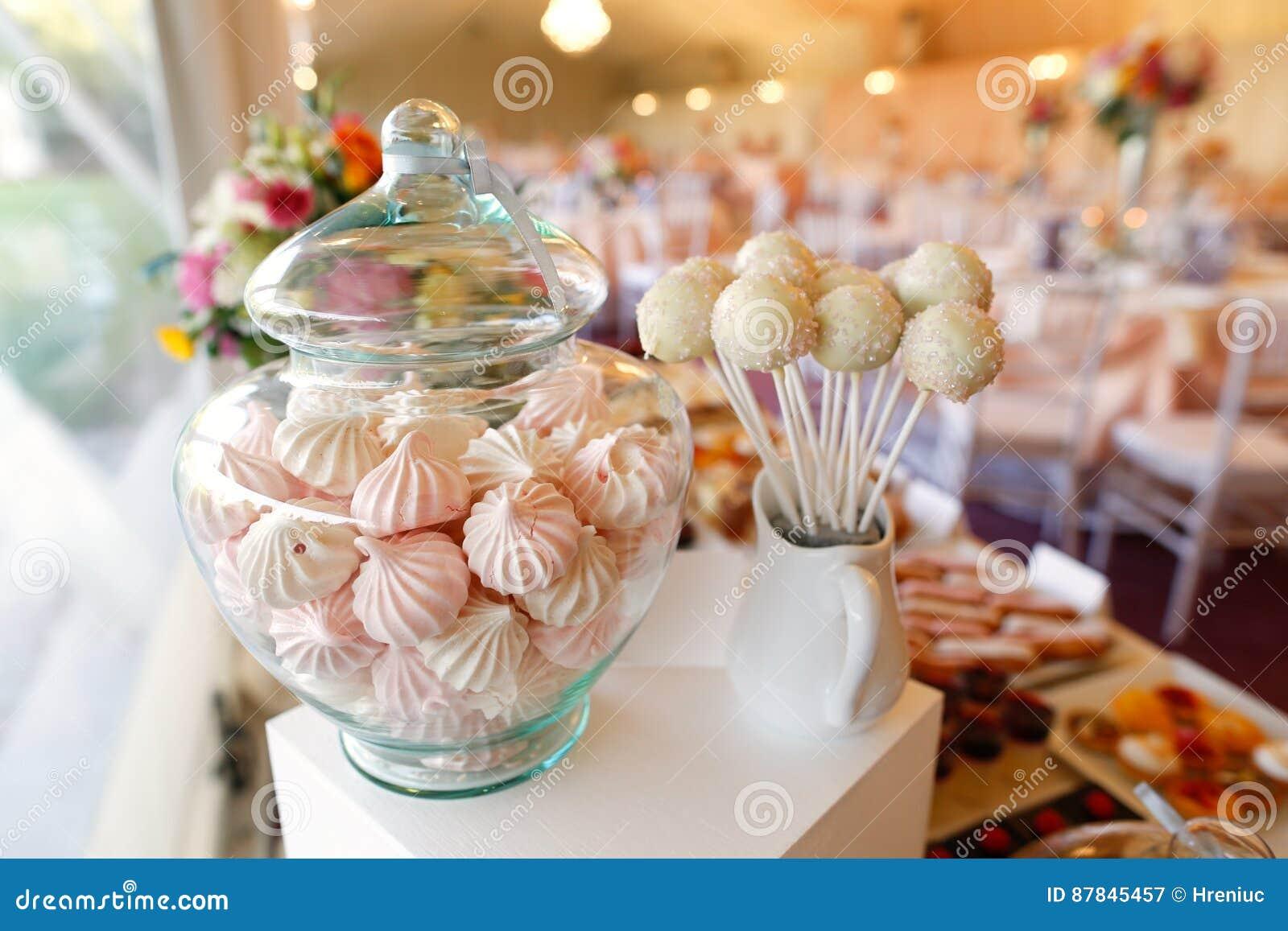 Kuchenknalle und -eibische in einem Glas