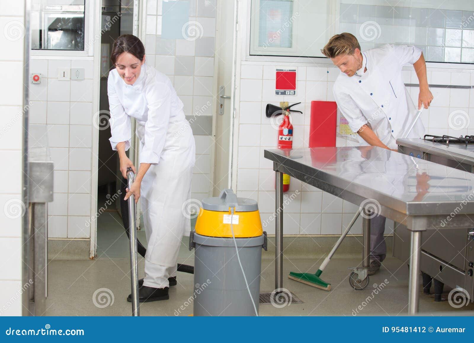 Kuchnia pomaga cleaning restauraci kuchnię