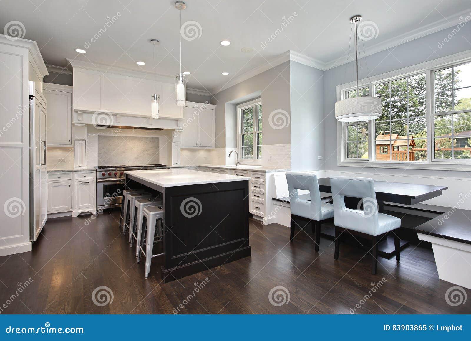 Kuchnia Z ławką Dla Jeść Obraz Stock Obraz Złożonej Z