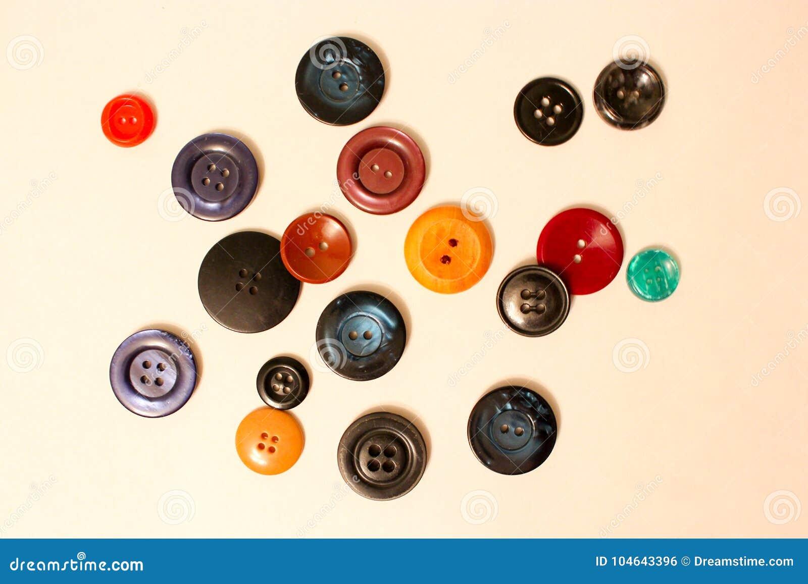 Kulöra knappar för kläder och prydnader