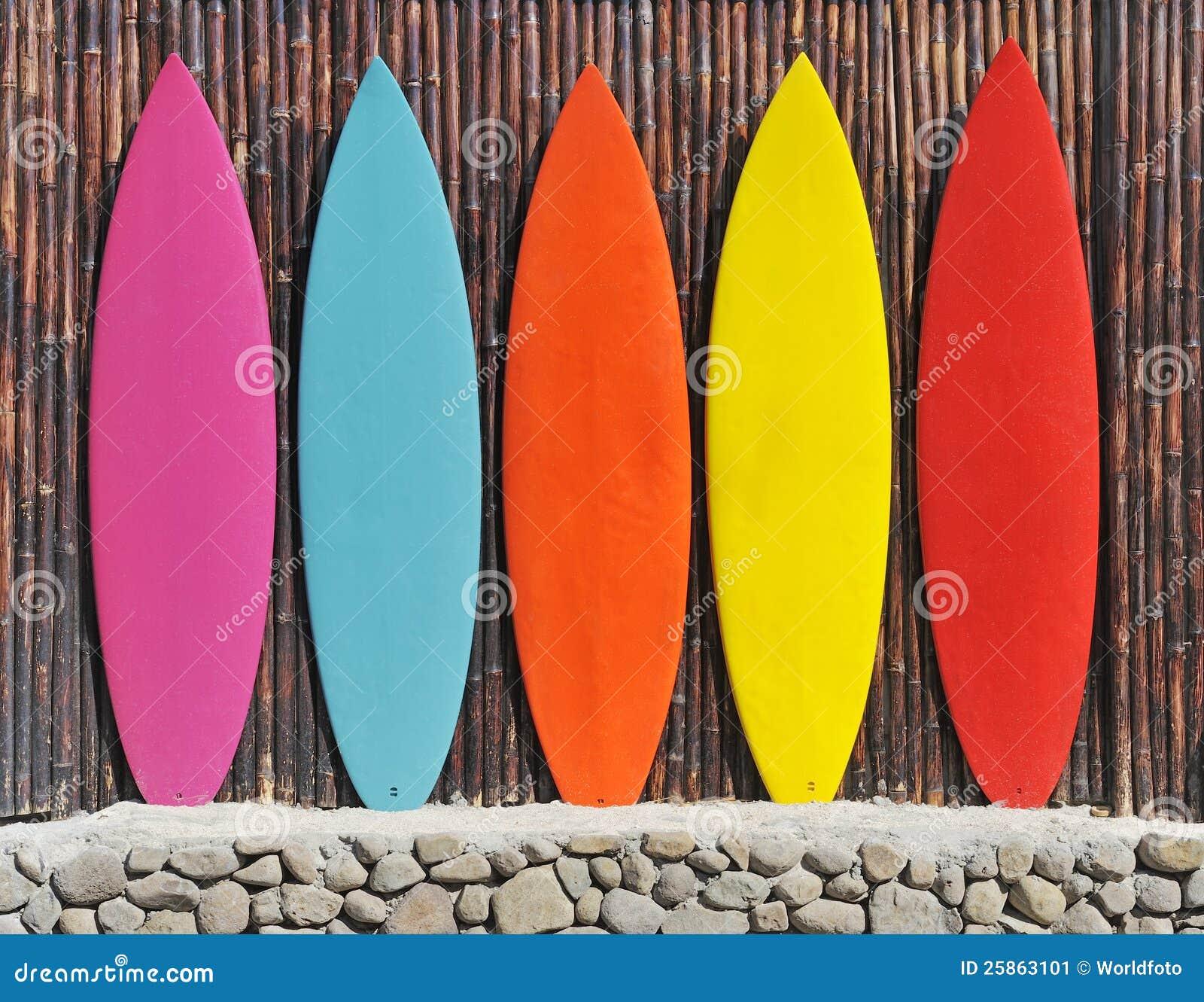 Kulöra surfingbrädor