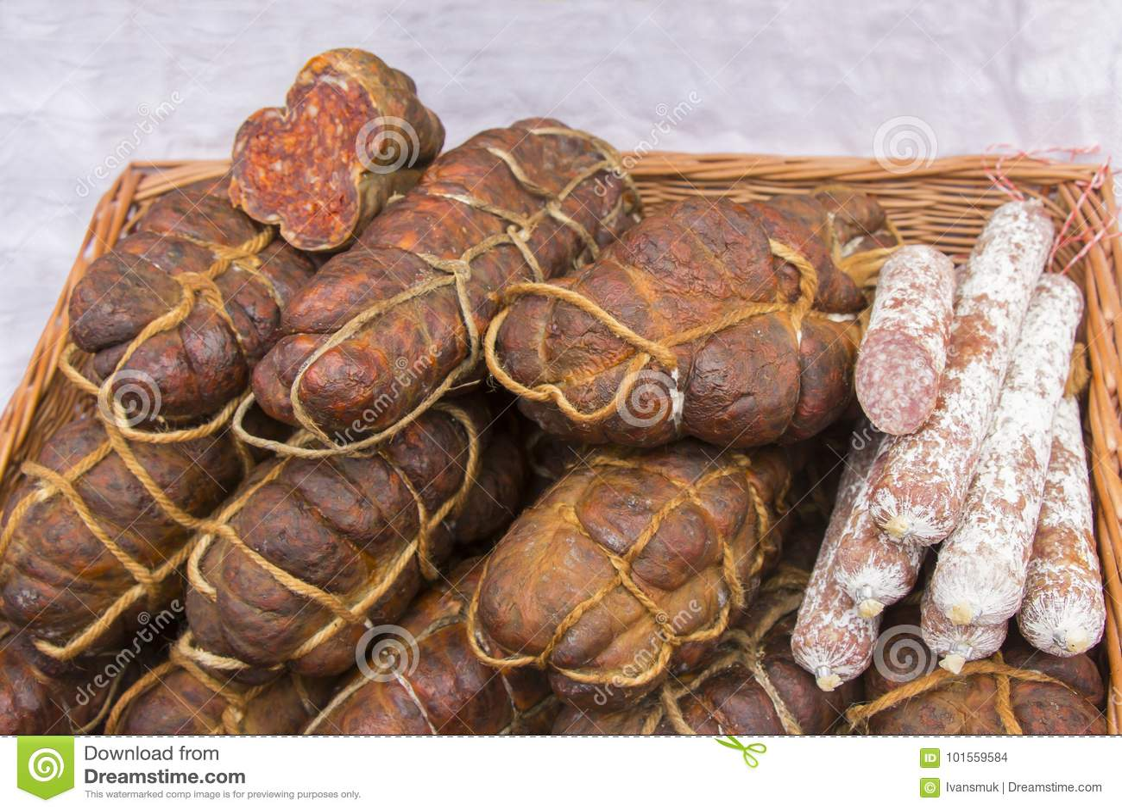 Kulen est saucisse épicée authentique célèbre