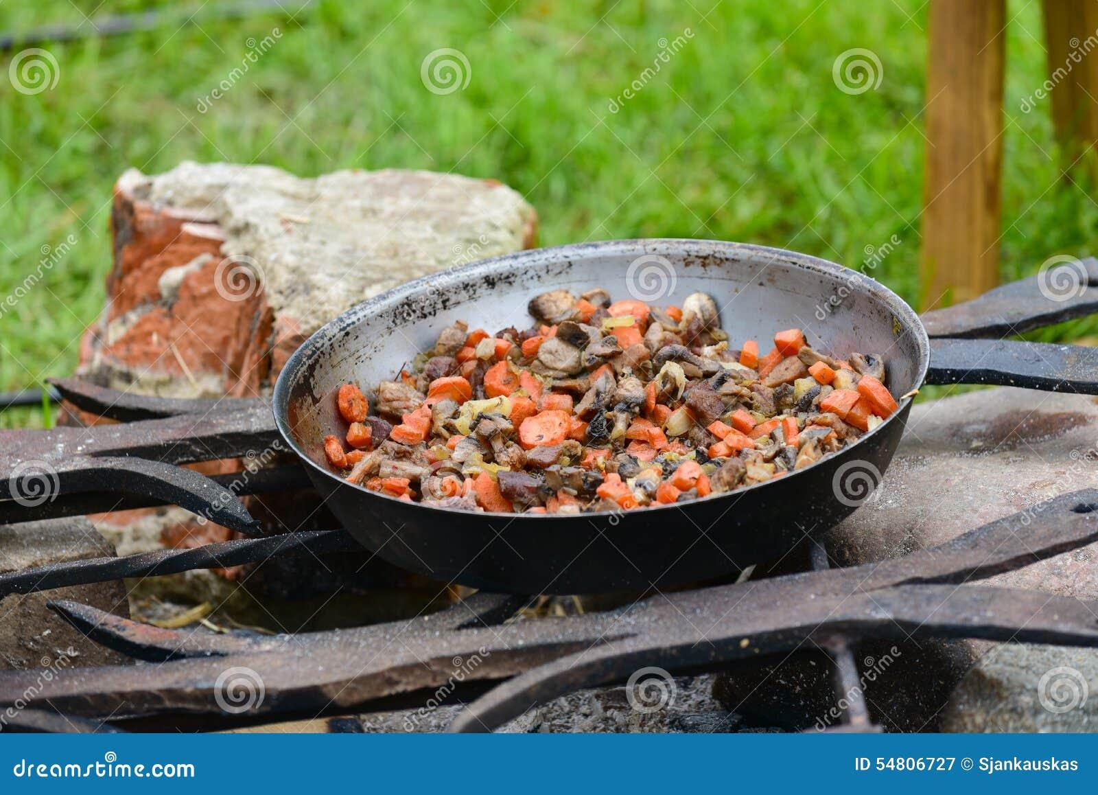 Kulinarny jedzenie na ogieniu
