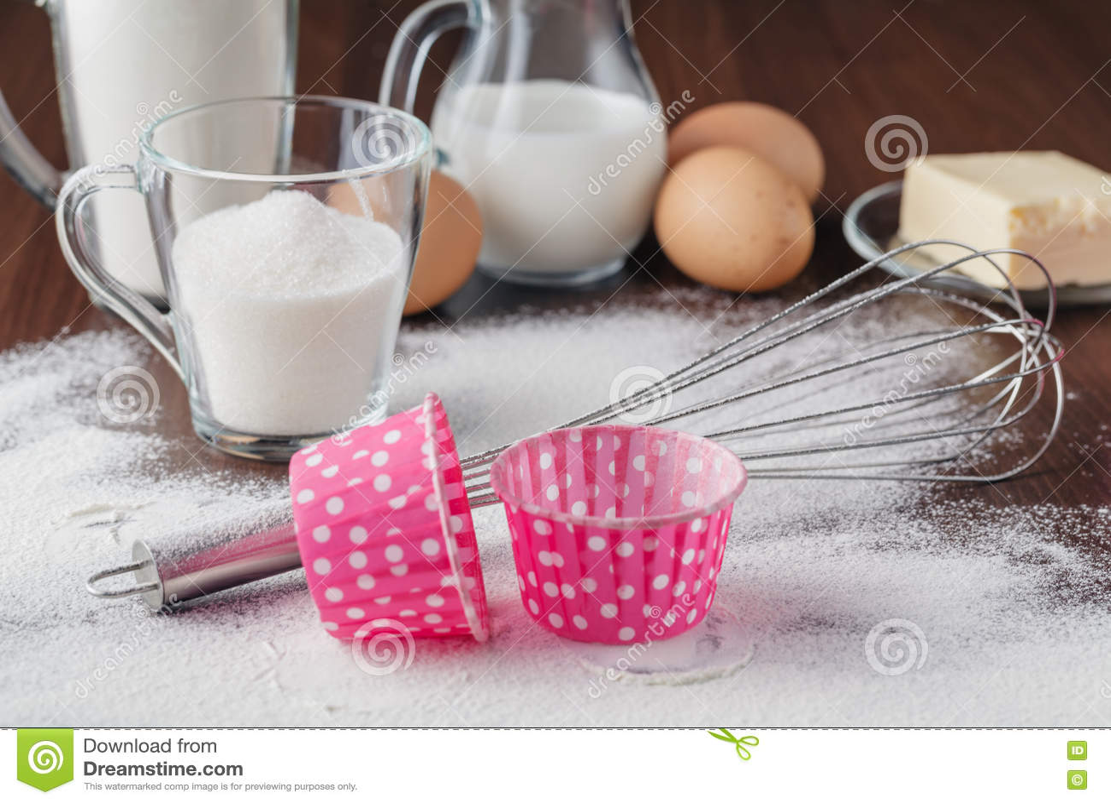 Kulinarny proces Susi składniki mieszają dla gąbka torta, babeczki, cupc