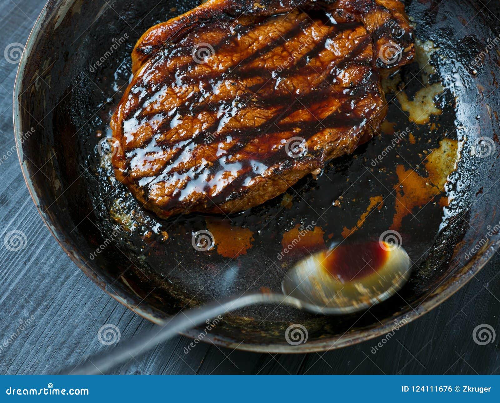 Kulinarny stek z masła fastrygowania ruchu plamą