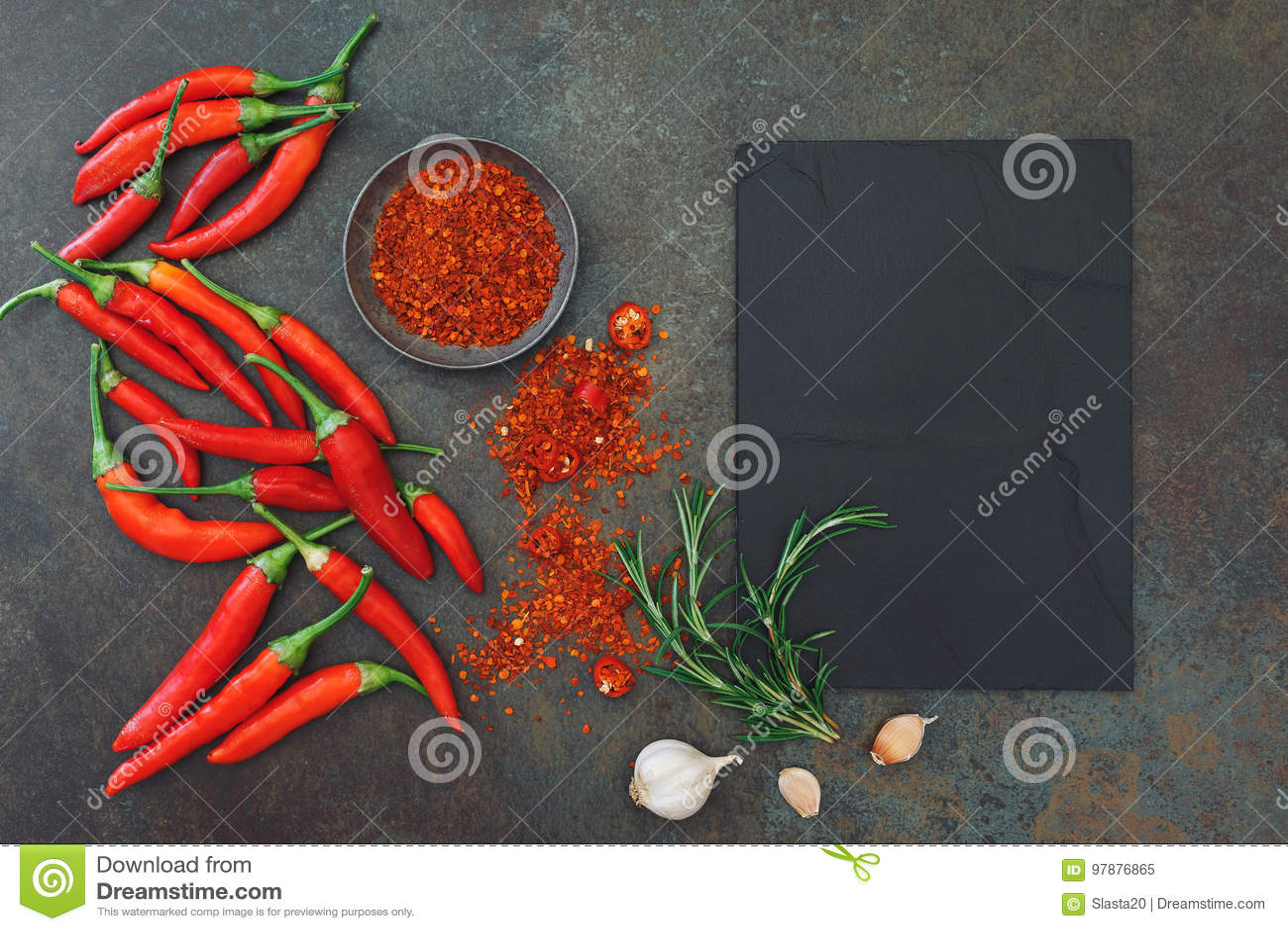 Kulinarny tło z chili pikantność i pieprzami