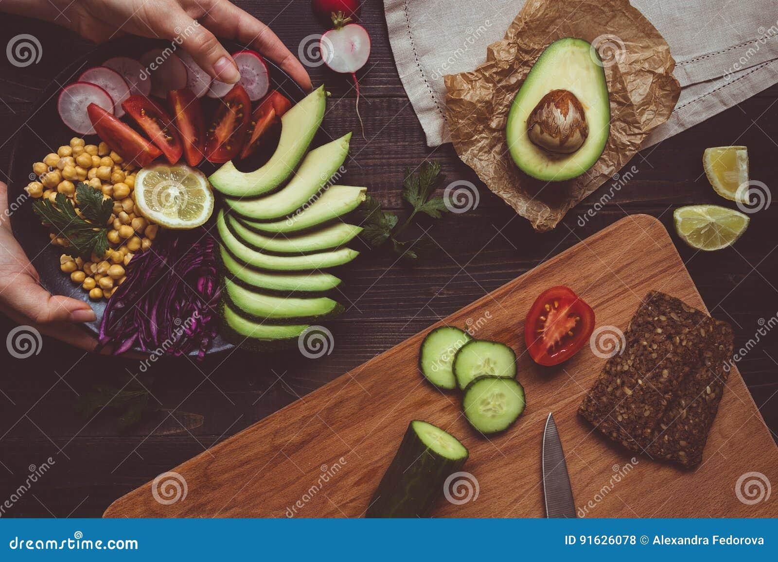 Kulinarny Zdrowy Gosc Restauracji Z Chickpea I Warzywami Pojecia