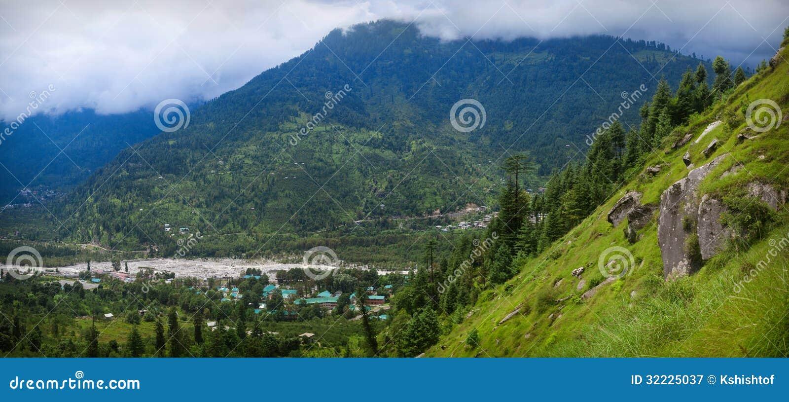 Download Kulu imagem de stock. Imagem de verde, telhado, névoa - 32225037