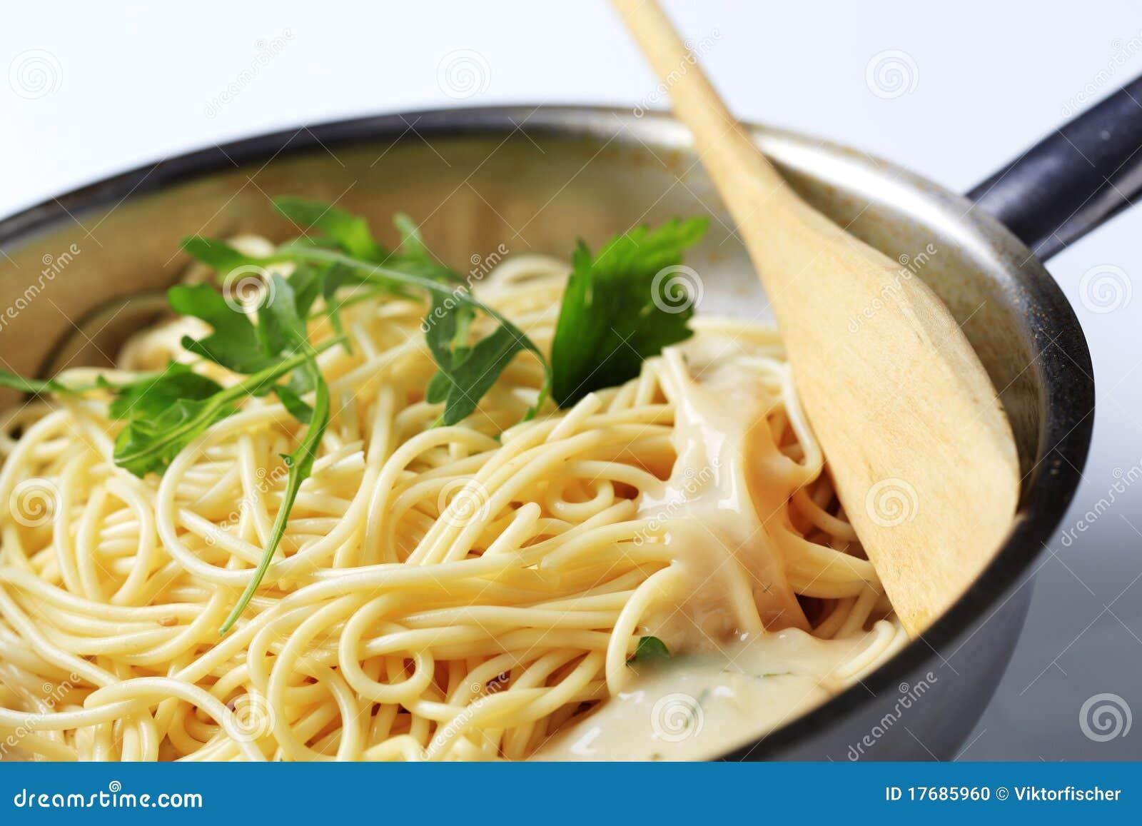 Kumberlandu śmietankowy spaghetti