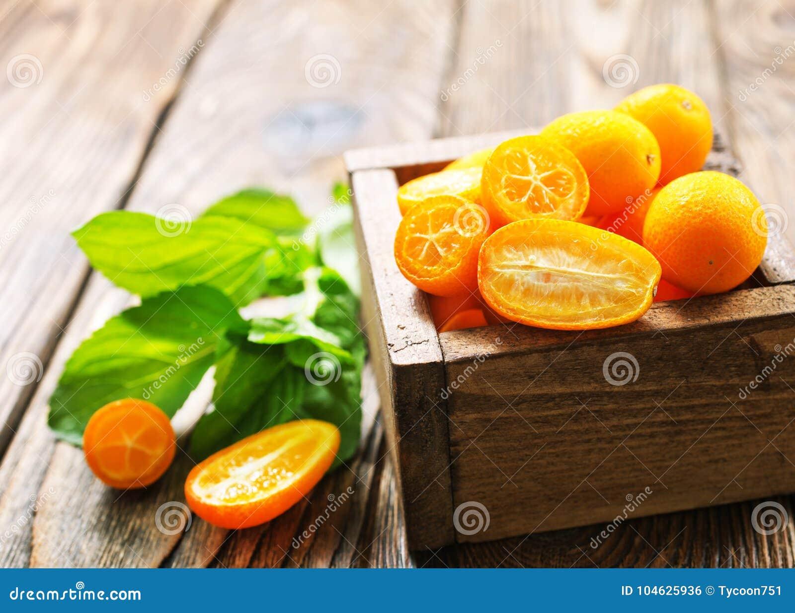 Download Kumquat stock foto. Afbeelding bestaande uit vruchten - 104625936