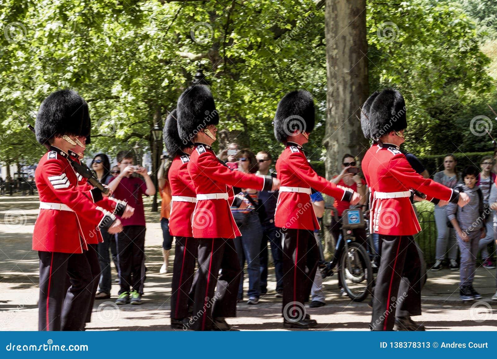 Kungligt marschera för vakt