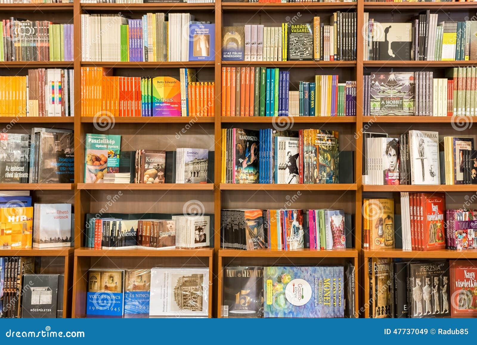 Kunsten en architectuurboeken op bibliotheekplank - Estantes para libros ...