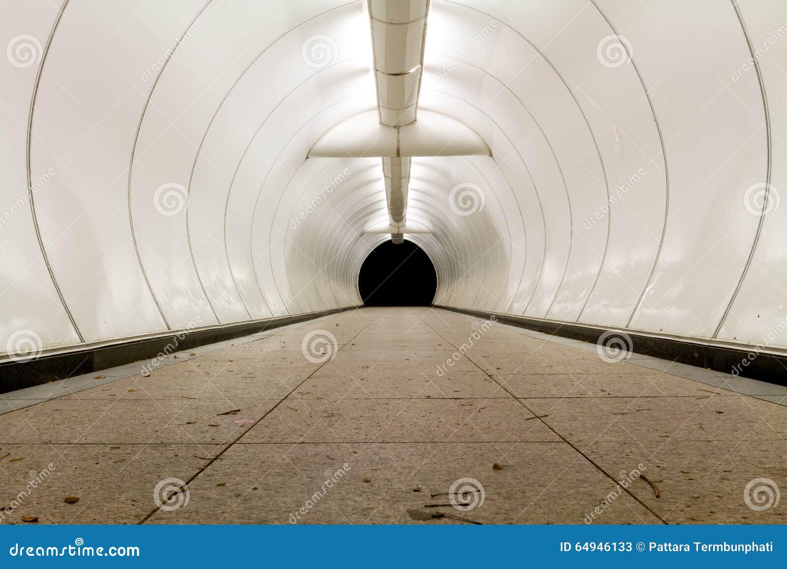 Kunstmatige tunnel/onderdoorgang