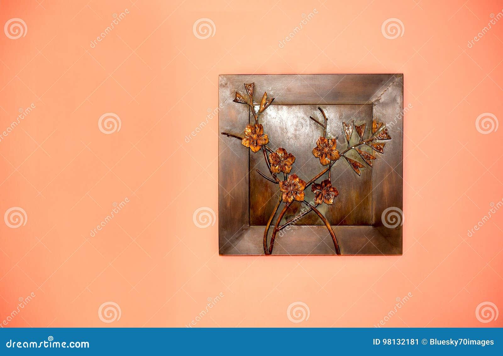 Kunstschaffung vom Metall auf der Wand