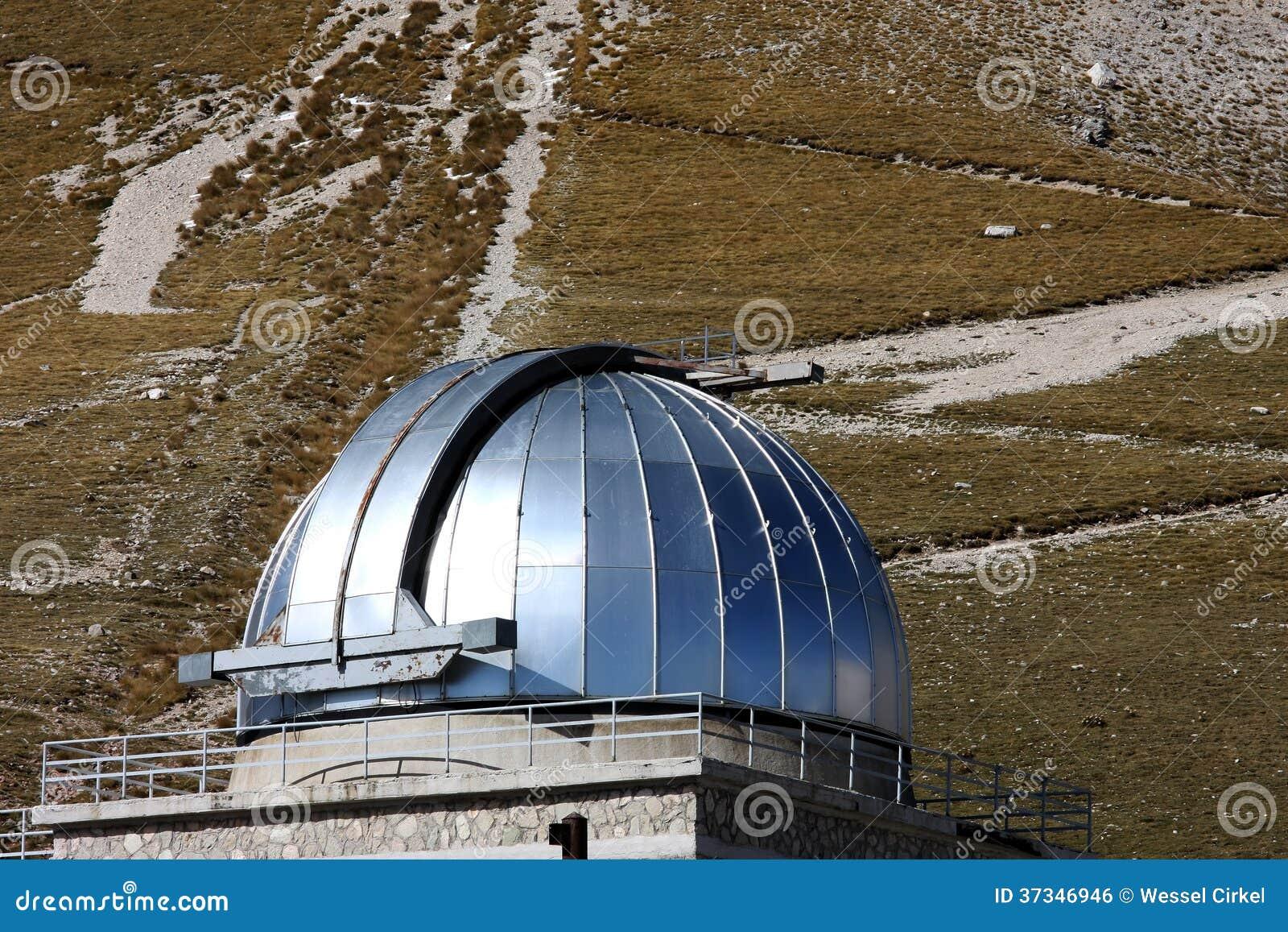 Kupolen av den Rome observatoriet, Gran Sasso parkerar, Italien