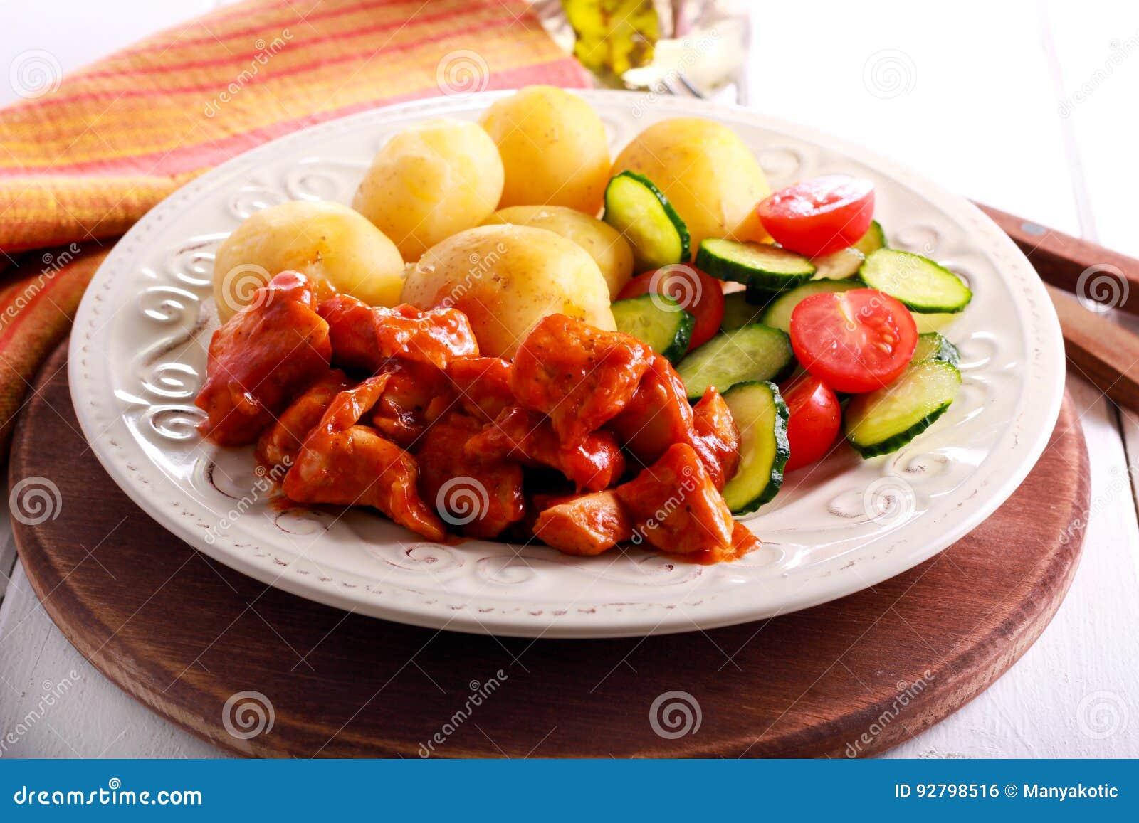 Kurczak pierś w pomidorowym kumberlandzie z grulą
