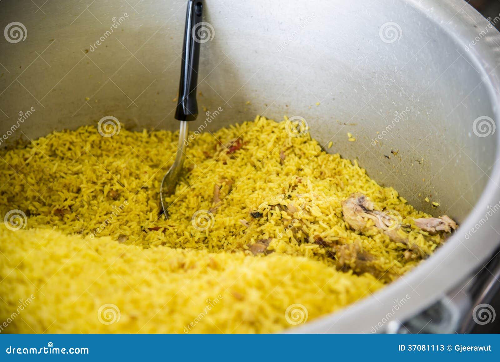 Download Kurczak Z żółtymi Currych Ryż W Dużym Pot1 Obraz Stock - Obraz złożonej z pieprz, świeży: 37081113