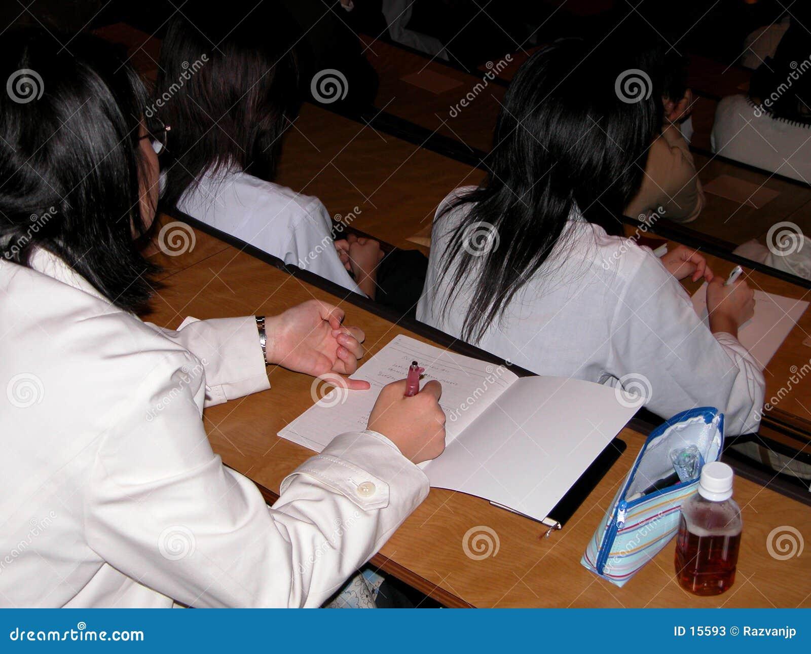Kursteilnehmer am Vortrag