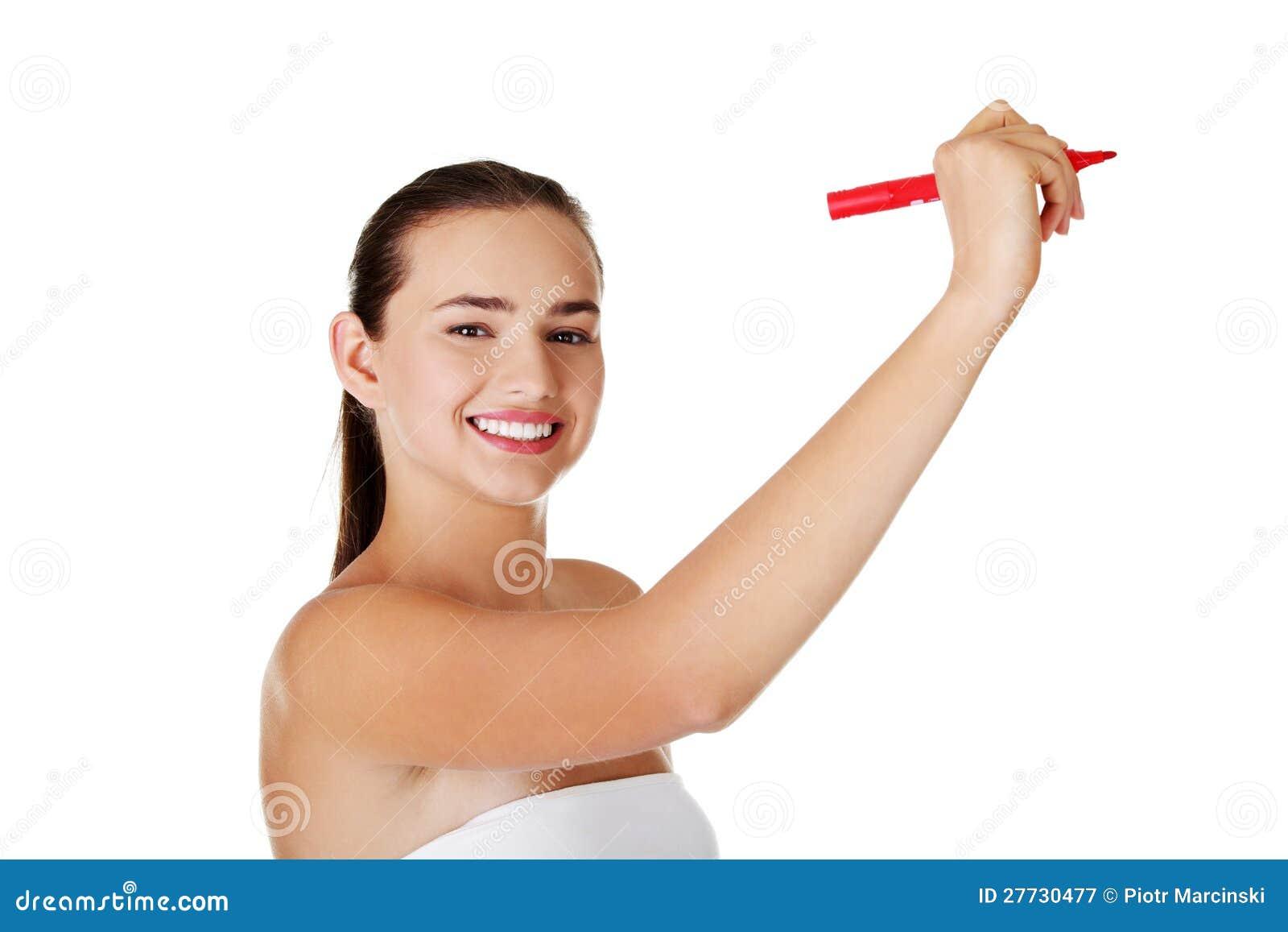 Kursteilnehmerfrauenschreiben auf abstraktem Bildschirm
