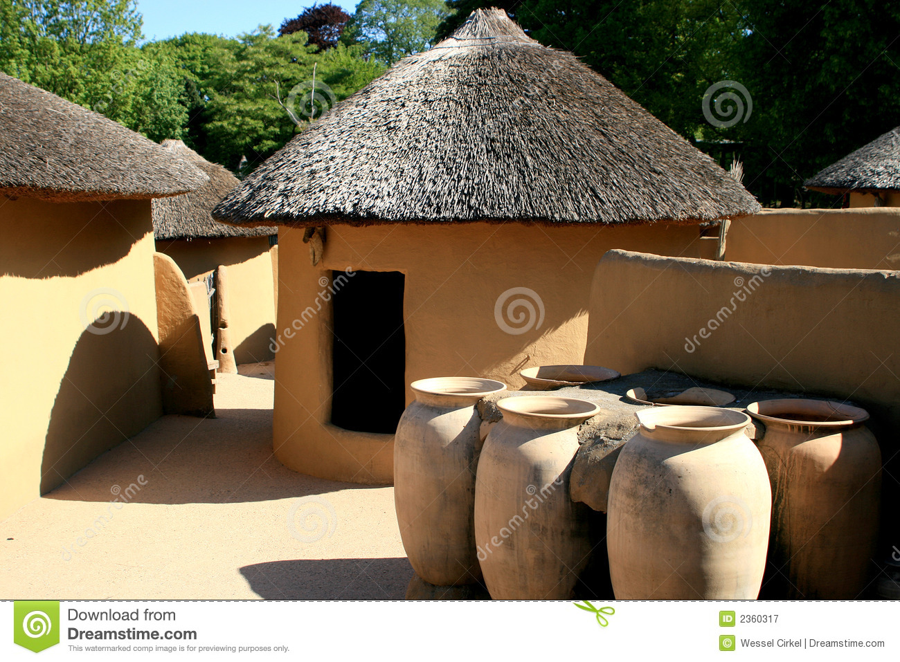 Houses like these can be found in Tempane, in the north-east of Ghana ...