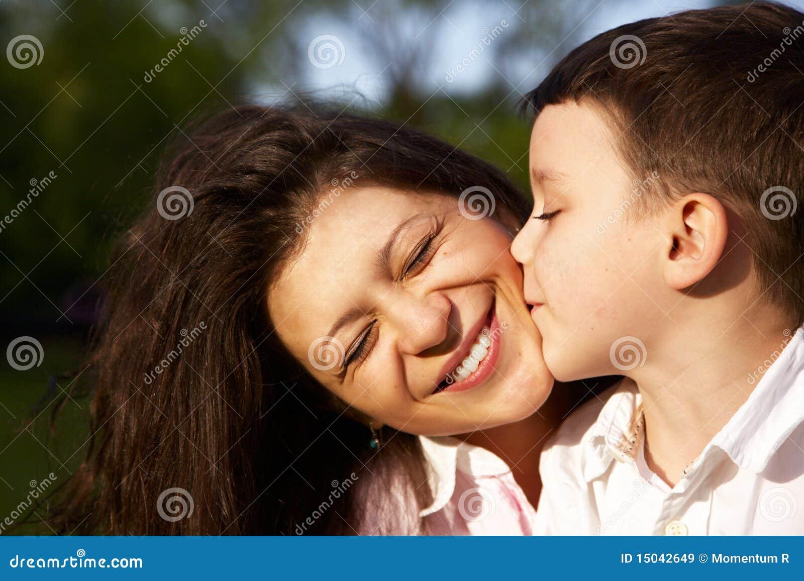 Dating eines Jungen einer Mutter Dating-Journalisten