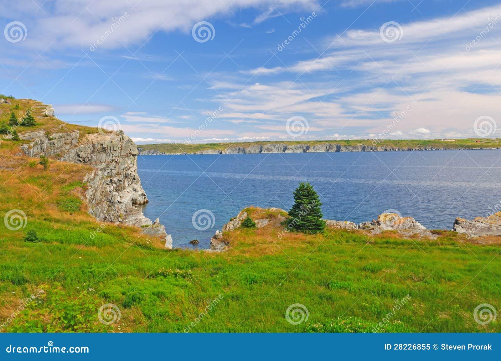 Kust- klippa i den avlägsna norden