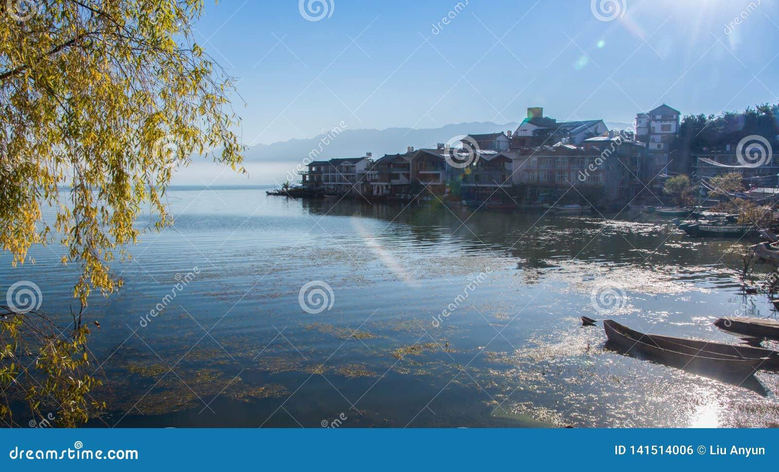 Kust- landskap av erhaisjön