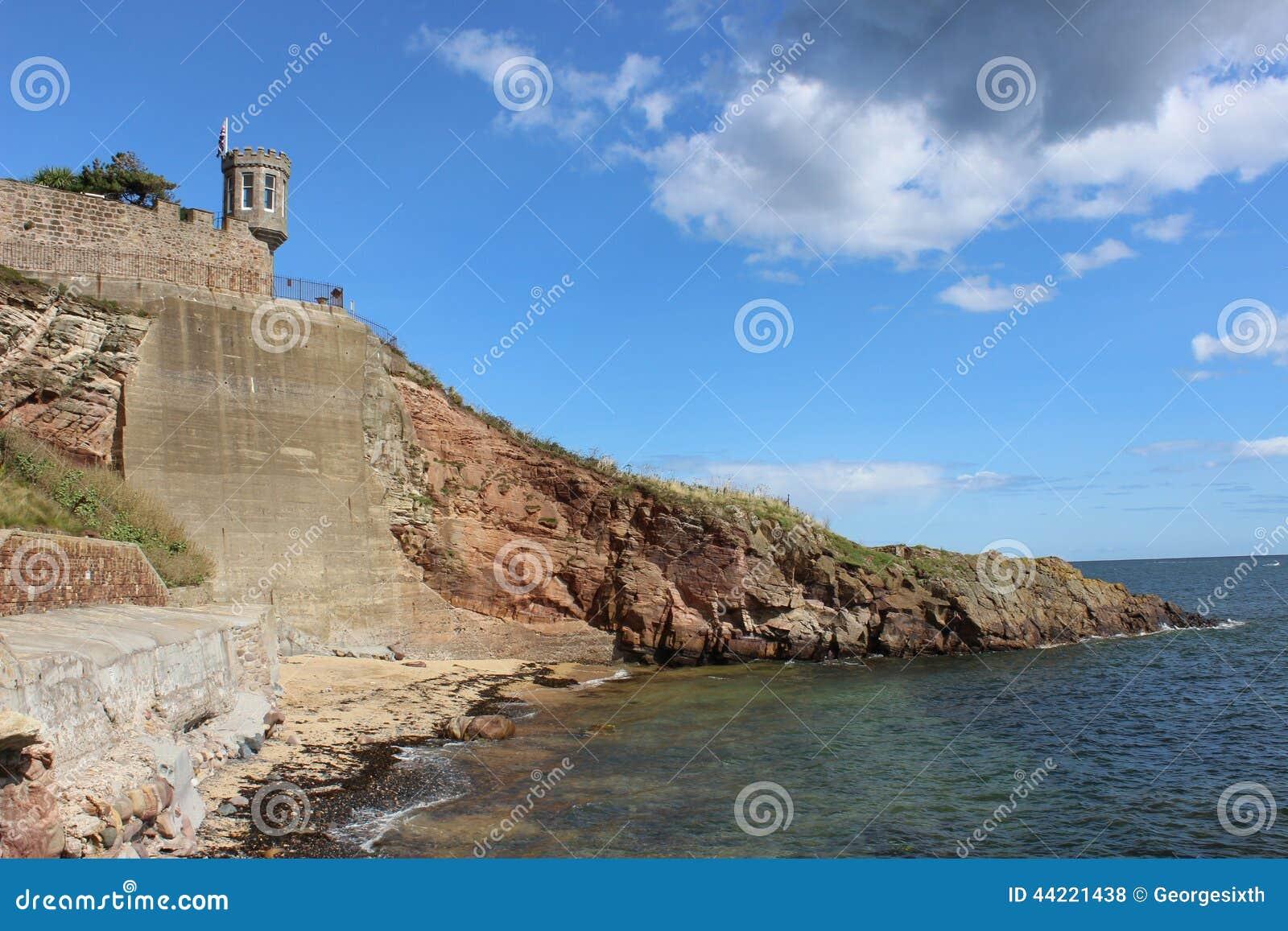 Kustlijn van Crail-haven, Fife, Schotland