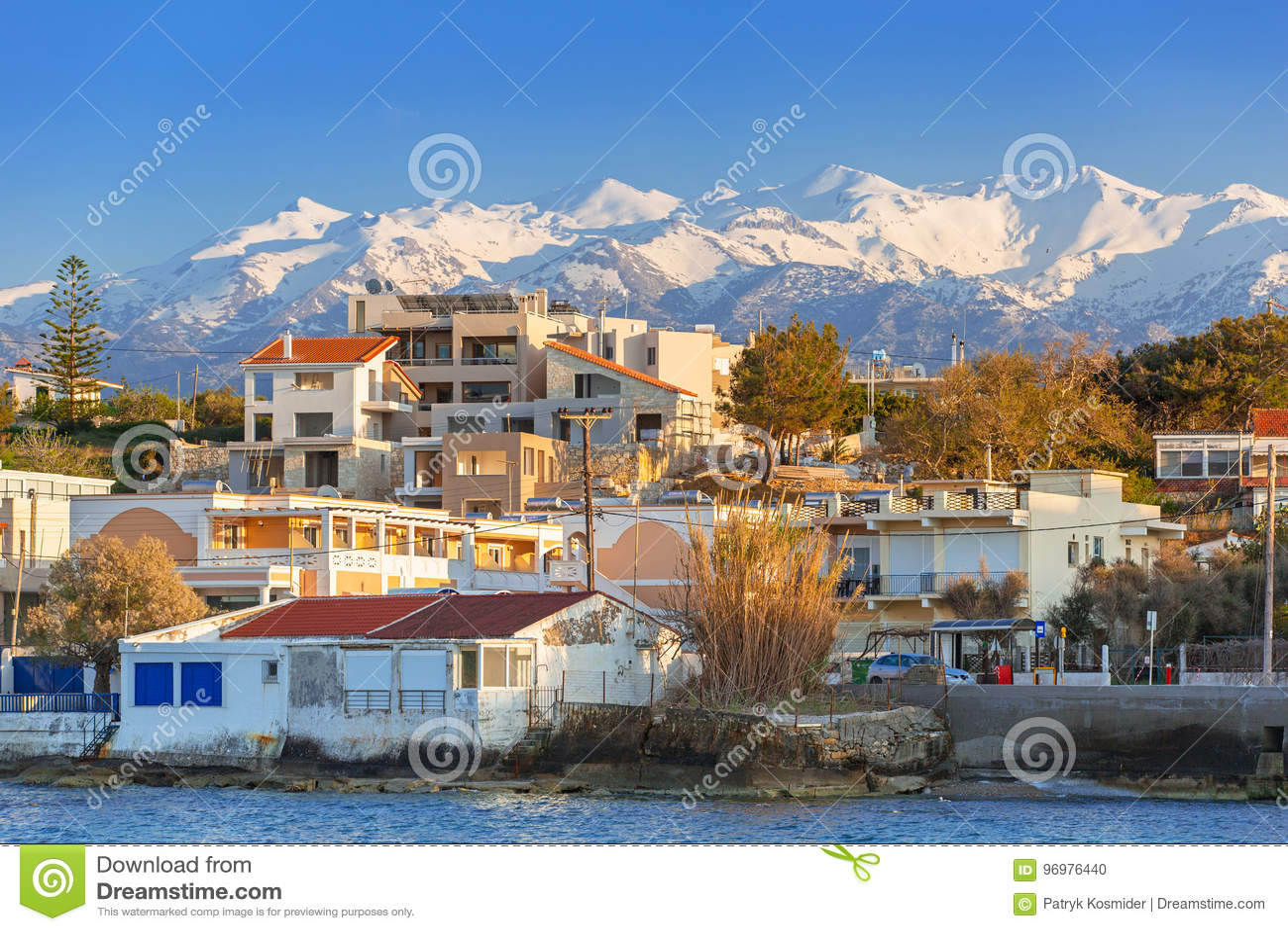 Kustlijn van Kato Galatas-stad op Kreta