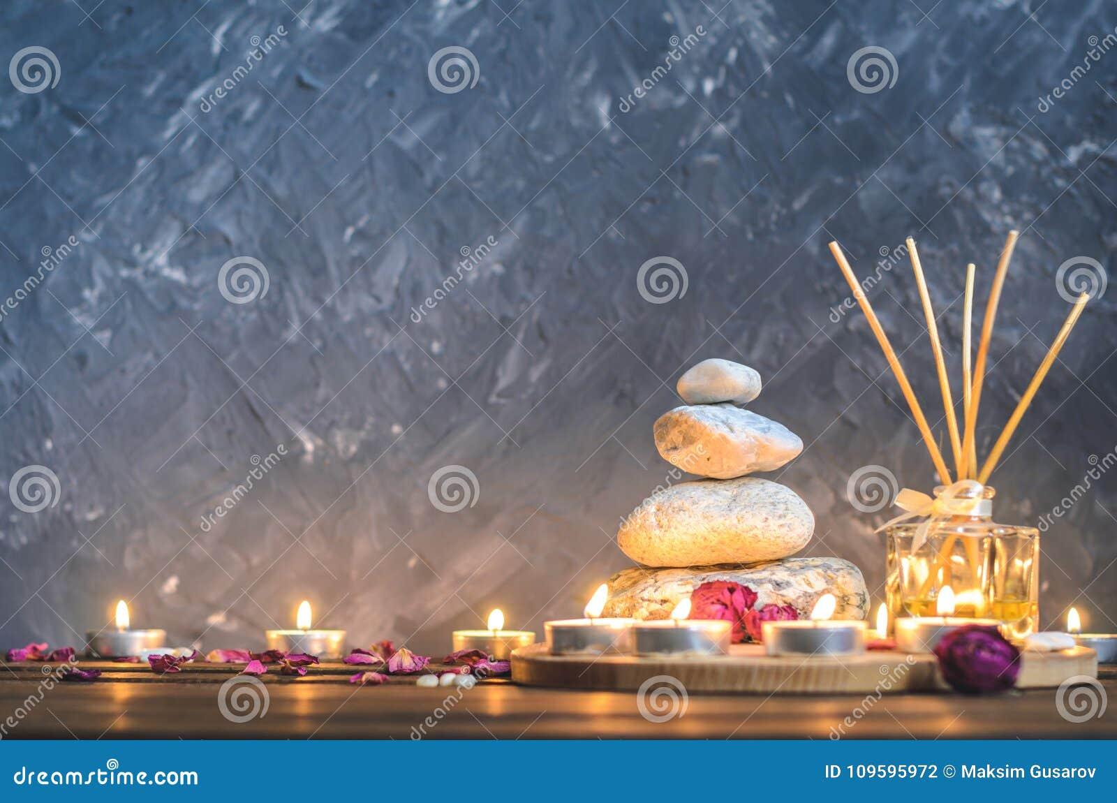Kuuroord samenstelling-stenen, kaarsen, aromatherapy, droge bloemen
