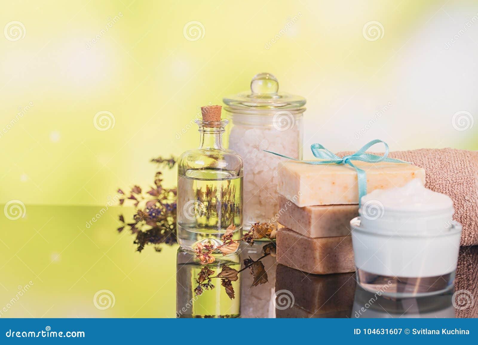 Download Kuuroordproducten Voor Gezichts En Lichaamsverzorging Stock Afbeelding - Afbeelding bestaande uit concept, kruiden: 104631607