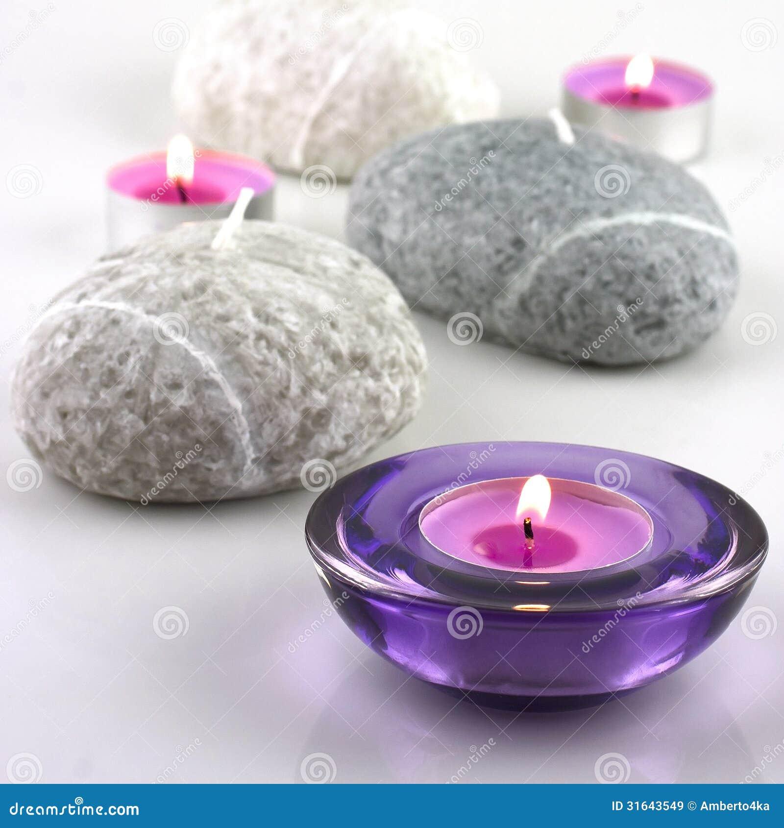Kuuroordsamenstelling met kleurrijke kaarsen