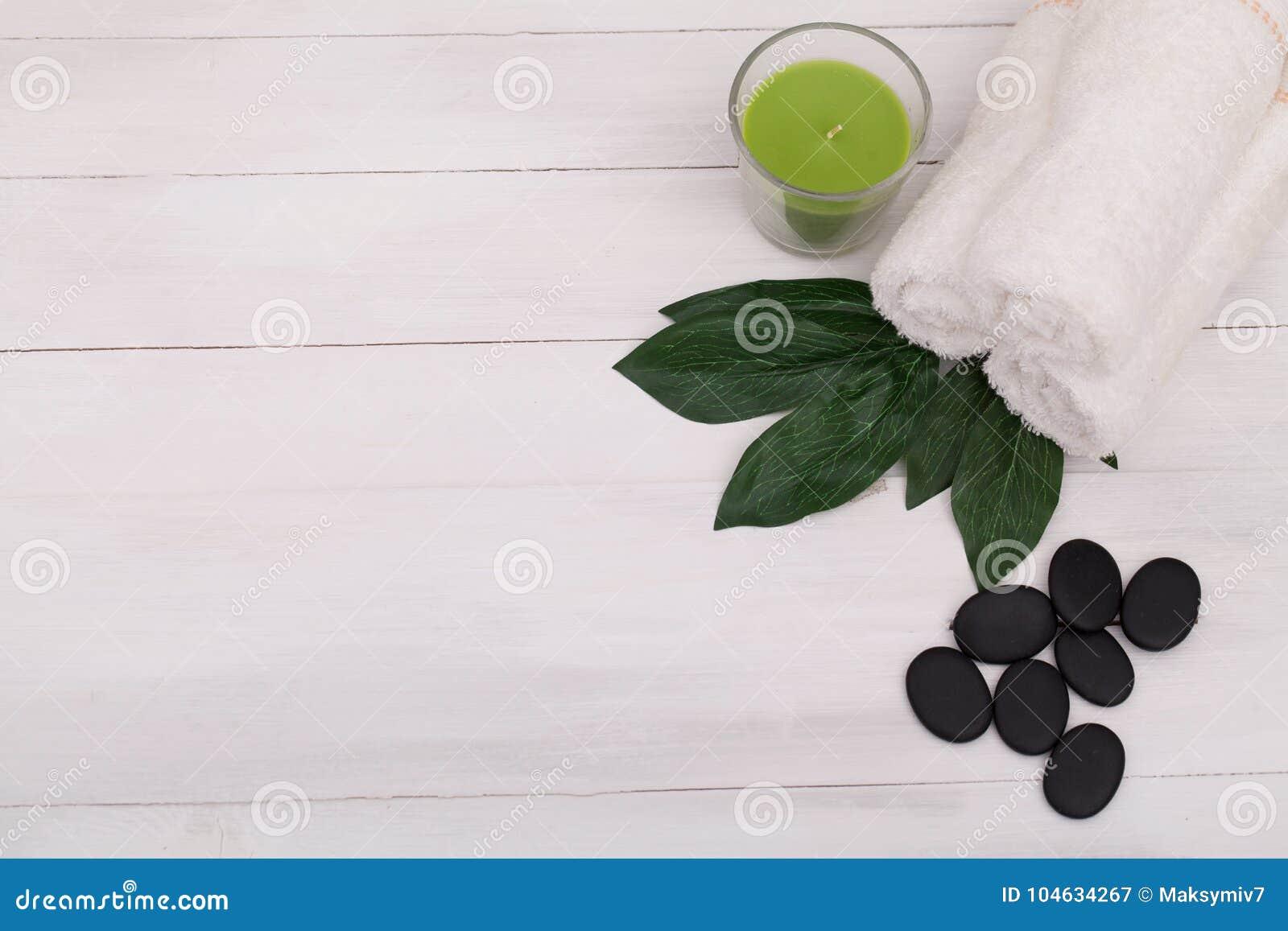 Download Kuuroordstilleven Met Aromatische Kaarsen, Orchideebloem En Stenen Stock Afbeelding - Afbeelding bestaande uit bloesem, naughty: 104634267