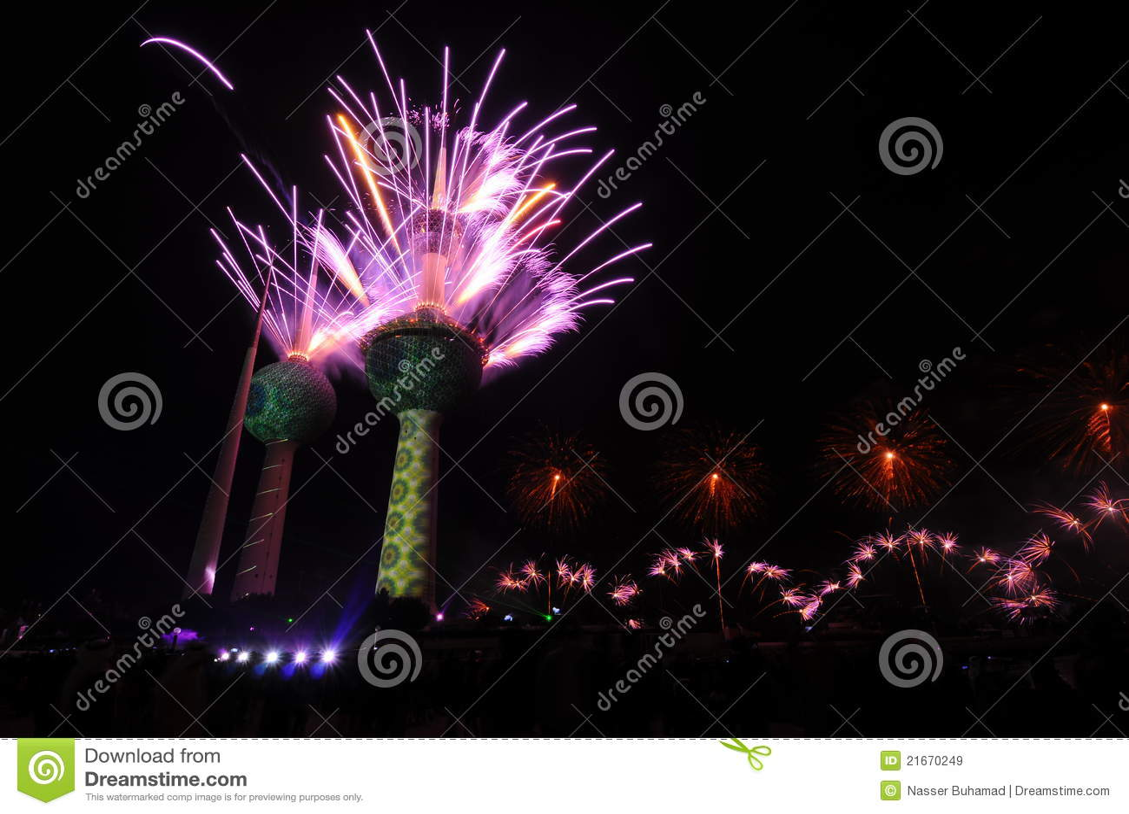 Kuwait ragt Feuerwerk hoch