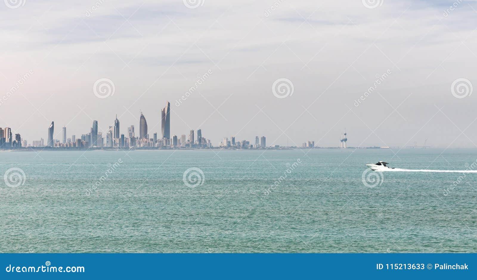 Kuwait-` s Küstenlinie und Skyline