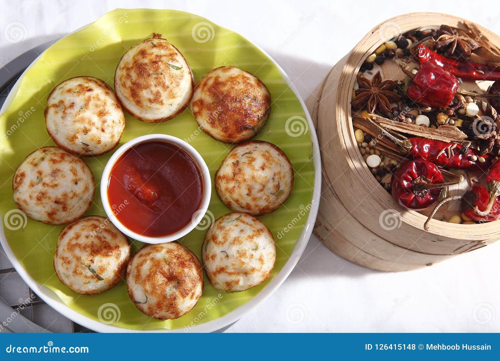 Kuzhipaniyaram, dolci fritti a forma di palla, Gunta Ponganalu