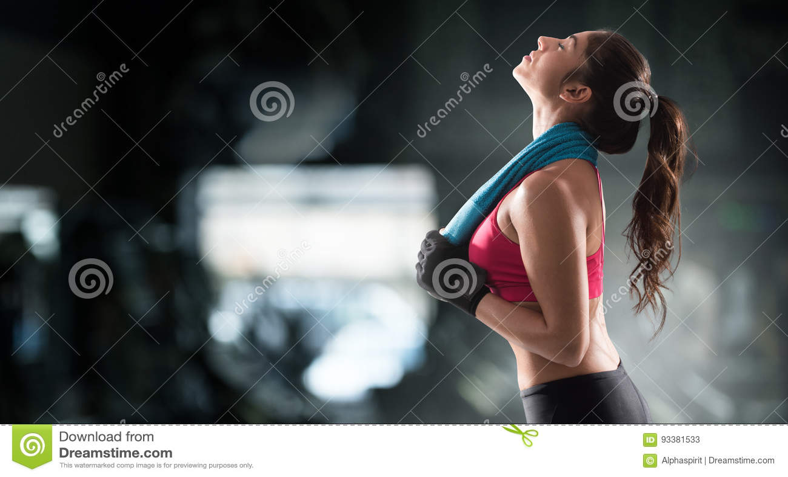 Kvinna efter idrottshallgenomkörare