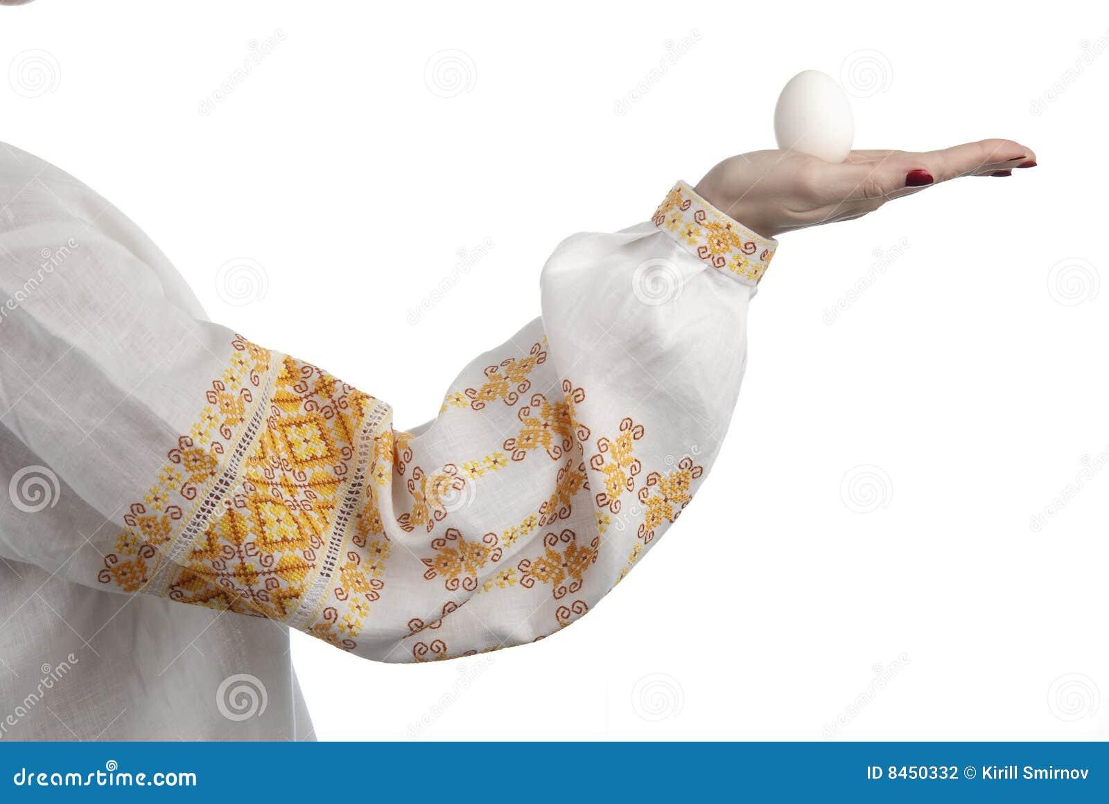 Kvinna för ägghandholding s