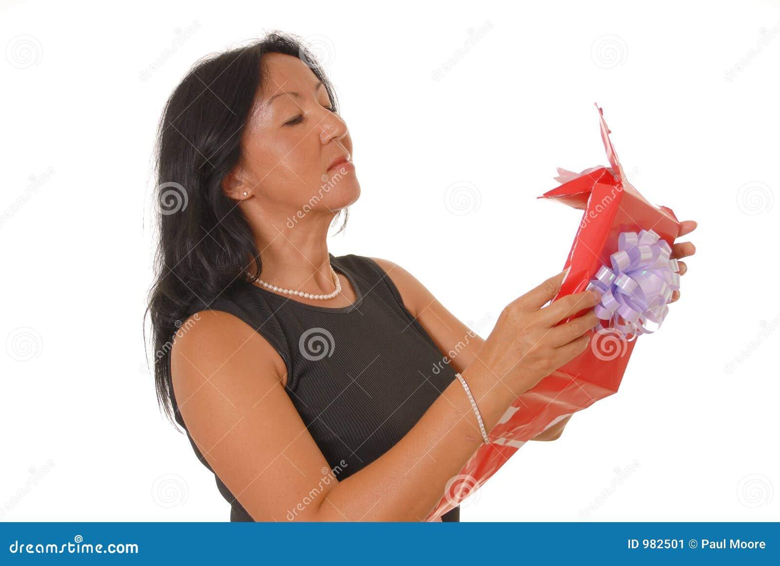 Kvinna för 14 gåva s