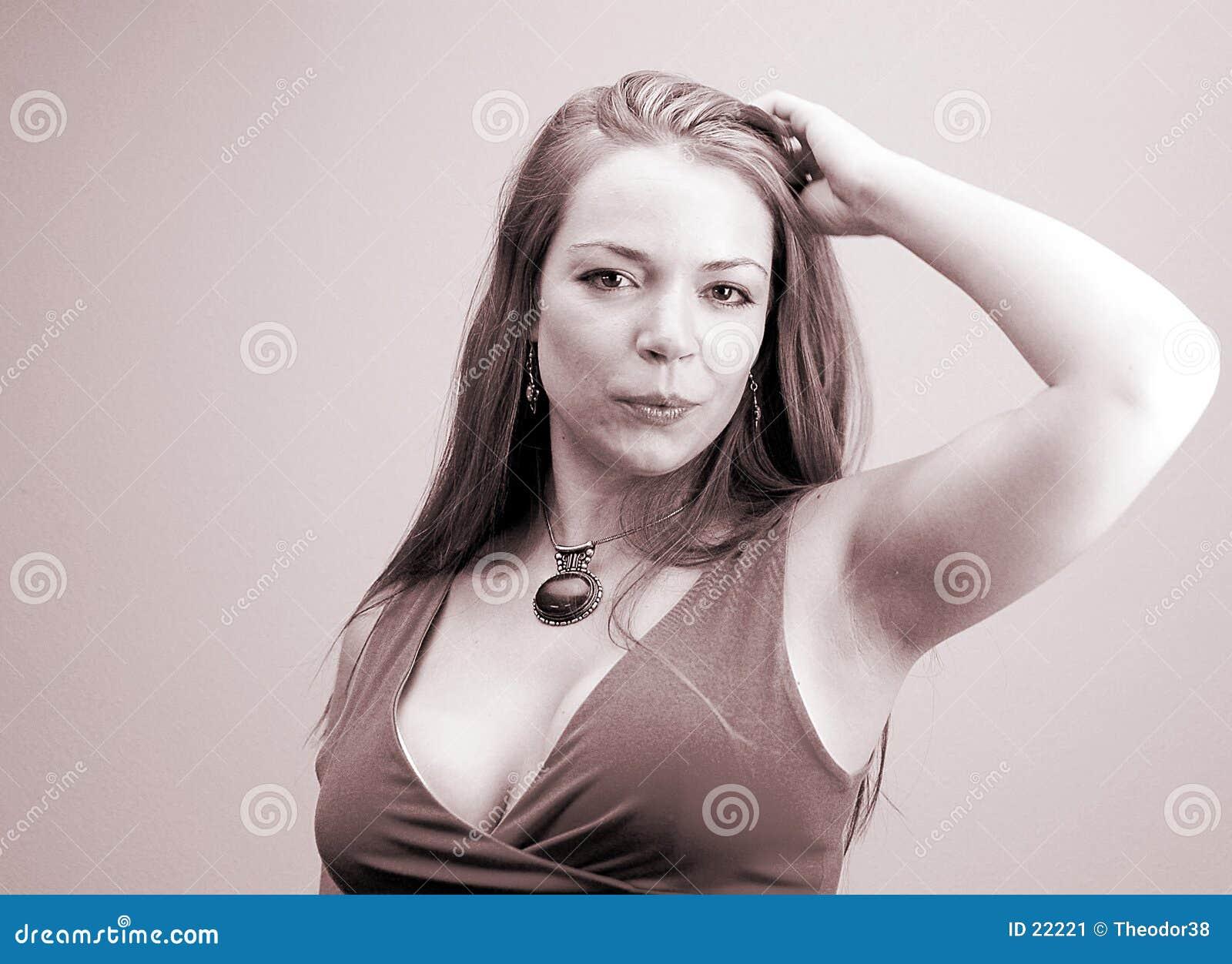 Kvinna för 5 stående s