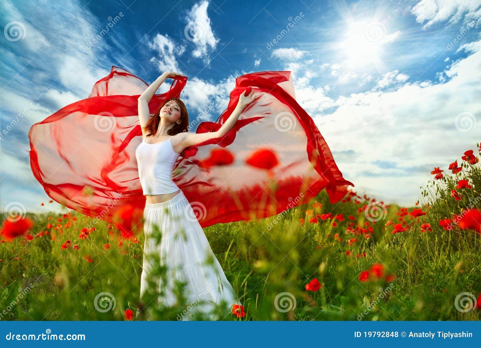 Kvinna för silkespapper för skönhetfältvallmo