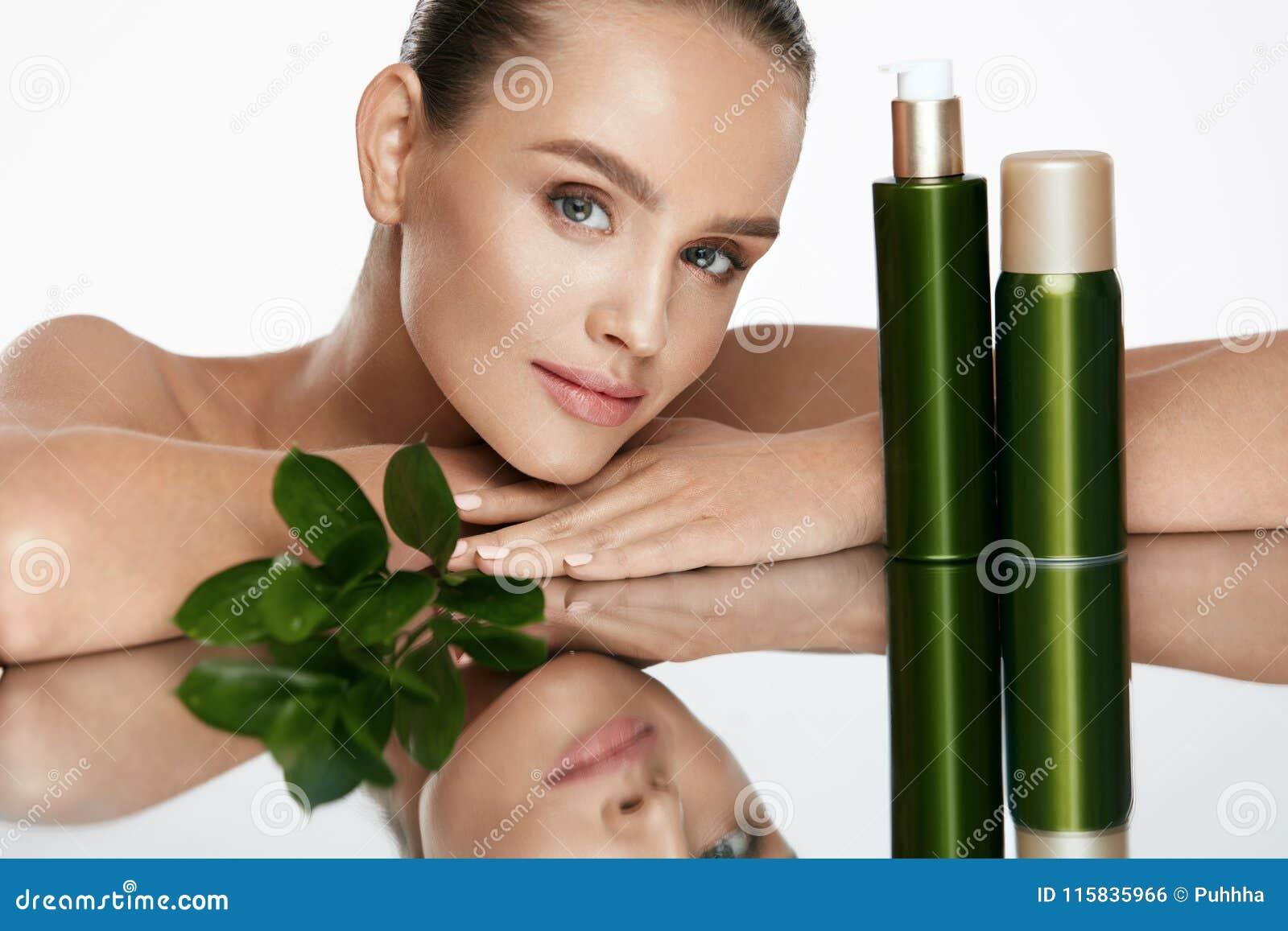 Kvinna för smink för skönhetframsidamode Härlig kvinnlig med naturliga skönhetsmedel