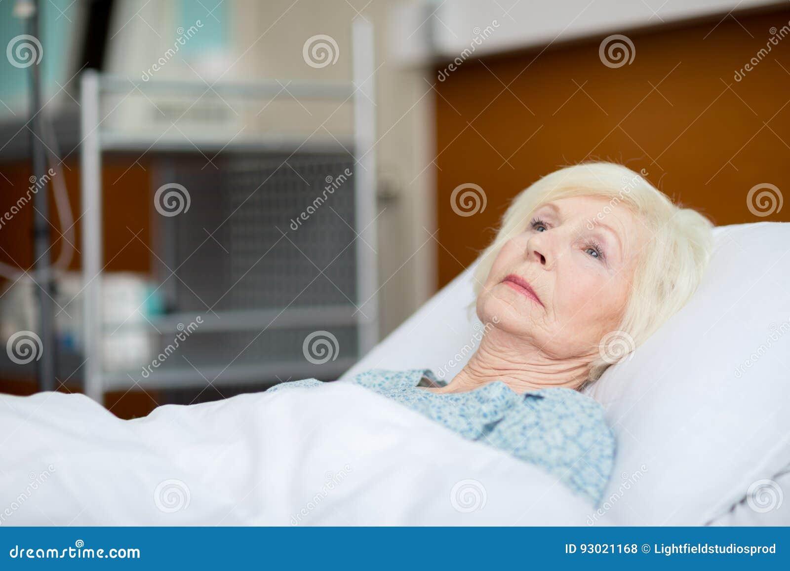 Kvinna för underlagsjukhuspensionär