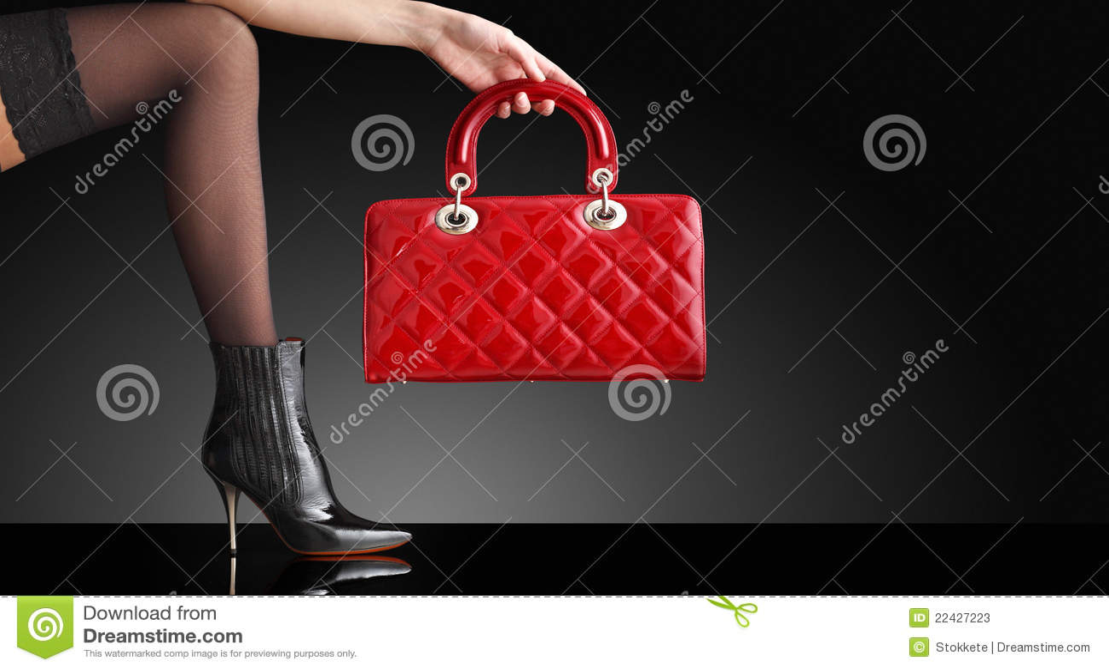Kvinna för foto för modehandväskaben sexig